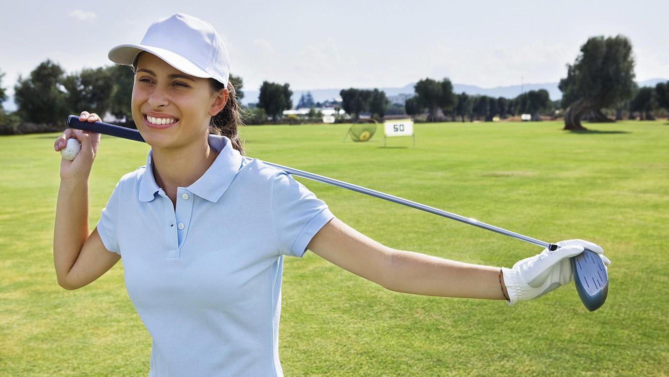 golfer-warmup-on-range-1500-58bf0aac5f9b58af5cb64f9e