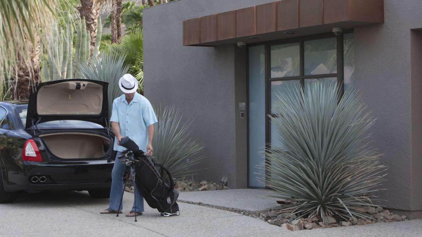 man has golf clubs stolen from car boot